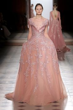 Tony Ward Couture I Spring Summer 2018 I Rose evening dress featuring sheer neckline with crin detailing,silk thread and sequins embroideries. Tony Ward, Sheer Dress, Dress Up, Evening Dresses, Prom Dresses, Graduation Dresses, Lesage, Glamour, Mode Inspiration