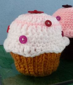 Crocheted Cupcakes, free pattern and tutorial