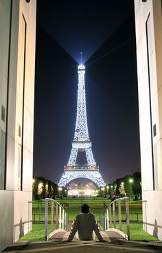 what a view of the eiffel tower