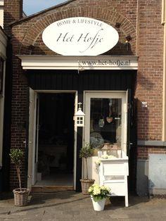 De winkel, gevestigd in een voormalige steeg waar de paarden van de tram de stallen in gingen.