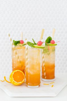 Toasting to the end of a fabulous summer with this esmeralda fizz cocktail recipe. Cheers! #Drinks #Cocktails #Recipe #DIY #HappyHour