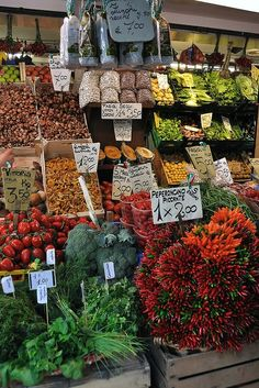 Rialto Market - fresh fruit, vegetables & herbs, you could cook the most amazing fresh dinners if you weren't going out Venice Travel, Italy Travel, The Places Youll Go, Places To Go, Rialto Market, Bologna, Verona, Dream Vacations, Farmers Market