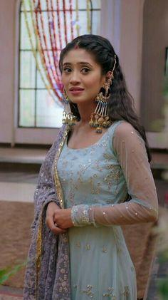 Naira Pakistani Dresses, Indian Sarees, Indian Dresses, Panjabi Suit, Indian Show, Beautiful Suit, Indian Attire, Indian Wear, Hair Creations
