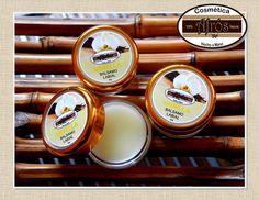 Bálsamo labia 100% natural hecho a base de aceite de oliva, ricino, cera de abeja, miel de abeja y esencia vainilla.