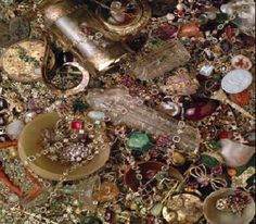 Cheapside Hoard, in 1912 a woman living in a house in Cheapside, London found beneath the floorboards the largest collection of Tudor jewels ever found
