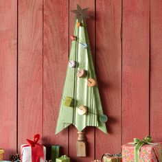 DIY from old wood and spindle, TREE FOR THE TIMES -