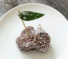 Nothing beats an Aussie Lamington on Australia Day! Food Styling, Aus Day, Happy Australia Day, Sydney Australia, Aussie Food, Australian Flags, Anzac Day, Food Inspiration, Special Occasion