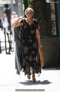 Yeardley Smith Goes shopping in Beverly Hills wearing a summer floral patterned dress and then picks up her dry cleaning http://icelebz.com/events/yeardley_smith_goes_shopping_in_beverly_hills_wearing_a_summer_floral_patterned_dress_and_then_picks_up_her_dry_cleaning/photo1.html