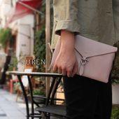 少し小さめのクラッチバッグです。 ドレススタイルやそこまでのお出かけ時にそっとそえて持つだけで品よく仕上がります。