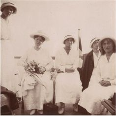 Alexandra and OTMA on a trip down the Dnieper River, 1916