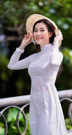 Vietnamese Traditional Dress, Traditional Dresses, High Neck Dress, Vintage, Style, Fashion, Turtleneck Dress, Swag, Moda