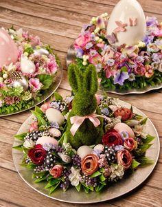 Easter Flower Arrangements, Easter Flowers, Easter Tree Decorations, Easter Wreaths, Easter Table Settings, Easter Egg Crafts, Easter Season, Easter Peeps, Deco Floral