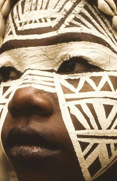 New Photography Portrait Face Beautiful Children Ideas African Tribes, African Art, African Tribal Makeup, African Face Paint, African Tribal Patterns, We Are The World, People Around The World, Pintura Tribal, Tribal Face Paints