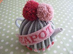 Ravelry: Teapot- tea cosy pattern by Suzie Johnson Crochet Geek, Form Crochet, Knit Or Crochet, Loom Knit, Tea Cozy, Coffee Cozy, Tea Cosy Pattern, Knitted Tea Cosies, Teapot Cover
