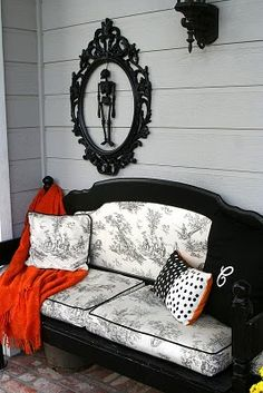 Love the Bed-Bench and spooky decor