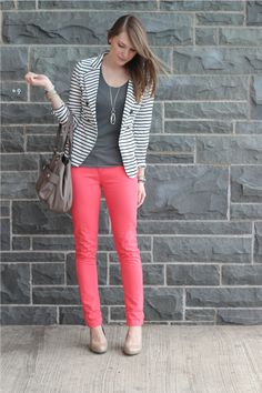 I love every aspect of this outfit. The bright pants, the striped blazer, the necklace! All of it is great, and something I can wear to work! Bright Pants, Pink Pants, Coral Pants Outfit, Striped Blazer Outfit, Coral Jeans, Pink Trousers, Grey Outfit, Cropped Pants, Moderne Outfits
