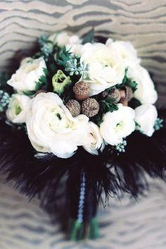 Poner un poco de negro en el ramo de la novia es un toque muy elegante