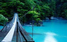 静岡県 日本の秘境 コバルトブルーの川 水の色がコバルトブルーで神秘的ですね☆