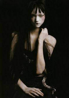 Beauty Has… Gemma Ward in Gucci Spring photographed by Steven Meisel for Vogue Italia, January 2004 Steven Meisel, Gemma Ward, Mario Sorrenti, Dark Fashion, Gothic Fashion, High Fashion, Women's Fashion, Trendy Fashion, Paolo Roversi