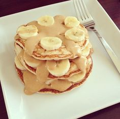 Banana and peanut butter pancakes Peanut Butter Pancakes, Banana Pancakes, Snack Recipes, Dessert Recipes, Snacks, Desserts, I Love Food, Food Inspiration, Fitness Inspiration