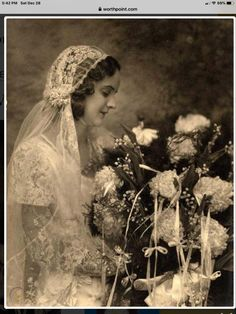 Vintage Wedding Photos, Vintage Weddings, Vintage Pictures, Vintage Images, Flapper Wedding, Wedding Veils, Wedding Dresses, Moda Vintage, Vintage Lace