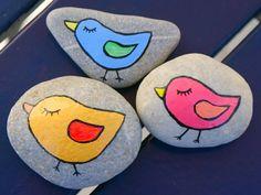galets décoratifs à motifs poussins colorés en bleu et rose …