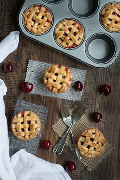 Http: Discover Cherry Pies With A Pretty Lattice Top Homemade cherry pies with a pretty lattice top - crisp almond pastry filled with juicy cherries. Perfect for a summer picnic or with a scoop of icecream for dessert. Summer Picnic Desserts, Picnic Foods, Mini Desserts, Just Desserts, Dessert Recipes, Picnic Parties, Fruit Dinner, Picnic Snacks, Outdoor Parties