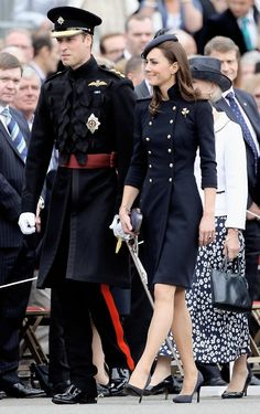 At the Irish Guards Medal Parade Prince William & Kate Middleton William Kate, Prince William And Catherine, Duke And Duchess, Duchess Of Cambridge, Cambridge Uk, Lady Diana, Style Kate Middleton, Marine Style, Pantyhosed Legs