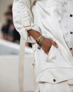 W H I T E & G O L D ▫️best @balenciaga #details #ss16 #fashion #accessories #trend #gold #moda #balenciaga #whatidolike pic from #vogue