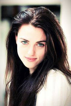 Raven Holloway, Rayna's best friend and research partner as a lab technologist - and secretly a half-wolf ( Katie McGrath)
