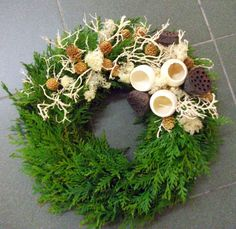 Groszki i róże...: Warsztatowe migawki Funeral Arrangements, Christmas Arrangements, Flower Arrangements, Fall Wreaths, Christmas Wreaths, Christmas Ornaments, Handmade Christmas Decorations, Holiday Decor, Cemetery Decorations