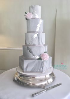 A Healthy take on a beautiful cake, based in Hampshire, Surrey UK Traditional Wedding Dresses, Country Wedding Dresses, Black Wedding Dresses, Princess Wedding Dresses, Beautiful Wedding Cakes, Beautiful Cakes, Dream Wedding, Boho Wedding, Backless Wedding