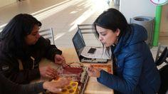 Exploro 2015. Profes de Liceo María Behety, mostrando ideas de emprendimiento de sus alumnos.