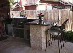 You Can Do About Outdoor Kitchen Ideas on a Budget Patio Starting in the Next Four Minutes - Homegoodinspira Outdoor Kitchen Countertops, Backyard Kitchen, Outdoor Kitchen Design, Backyard Patio, Backyard Landscaping, Kitchen Decor, Small Outdoor Kitchens, Kitchen Bars, Out Door Kitchen Ideas
