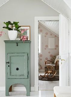 """magicalhome: """"Old farmhouse attic rooms. Small Furniture, Upcycled Furniture, Painted Furniture, Cottage Living, Home And Living, Ideas Dormitorios, Granny Chic, Interior Decorating, Interior Design"""
