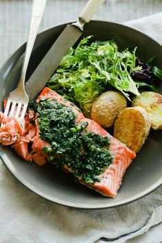 Лосось тебе чекає. Salmon is waiting for you Херсон, їжа, страви, кухня, продукти, мясо, риба, фрукти, овочі, смачно, корисно, апетитно, радість, друзі,щастя, час, обід, вечеря, насолода. Кавун. Яблука. Кориця. Човнник.Море. Ріка. Сонце. Пляж. Бабка. Kherson, food, kherson food, cuisine, dishes, products, meat, fish, milk, fruit, vegetables, tasty, healthy, appetizing, time, dinner, supper, friens, happines, fun, funny, pleasure. Watermelon. Apple. Cat. Kitten. Sea. Sun Salmon Green