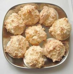 Schnelle Kokosmakronen Recipe Fast Coconut Macaroons on Mom's Recipes Homepage Easy Cookie Recipes, Baking Recipes, Cake Recipes, Snack Recipes, Low Calorie Desserts, No Calorie Foods, Caramel Vegan, Cake Au Lait, Macaroons Christmas