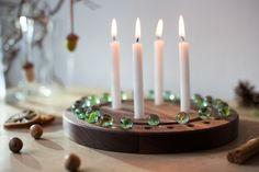 *Adventskalender ZIRKL*  *ZIRKL* ist unser neuer *Adventskalender*  In der Rinne rund um die Kerzen liegen 24 Murmeln, die darauf warten, dass sie Tag für Tag in eine der Mulden gelegt werden....