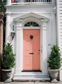 Front Door Paint Colors - Want a quick makeover? Paint your front door a different color. Here a pretty front door color ideas to improve your home's curb appeal and add more style! Coral Front Doors, Coral Door, Front Door Colors, Yellow Doors, Exterior Design, Interior And Exterior, Interior Doors, Door Knockers, Home Design