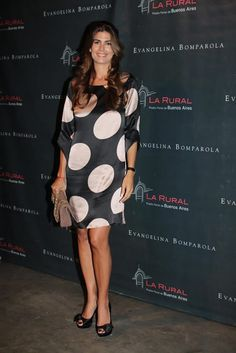Argentina's racy First Lady Juliana Awada Nice Dresses, Dresses With Sleeves, Summer Dresses, Royal Fashion, Fashion Show, Estilo Fashion, Elegant Outfit, Chic Dress, Looks Style