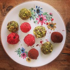 Mm chocolate truffles have to be one of the best edible gifts to give and make. Follow my simple recipe and top/roll each truffle with chopped nuts, dried fruit, coconut or whatever takes your fancy.