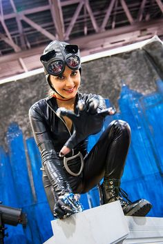 Watch out for the claws! Catwoman from the Phoenix ComicCon
