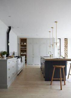 35 Admirable Farmhouse Grey Kitchen Cabinet Design Ideas - Page 7 of 35 Home Interior, Kitchen Interior, New Kitchen, Kitchen Decor, Rustic Kitchen Cabinets, Kitchen Cabinet Design, Island Kitchen, Kitchen Rustic, Grey Kitchens