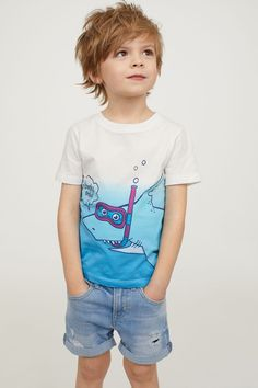 T-shirt with Printed Design - Blue/shark - Kids H&m Kids, Toddler Boys, Baby Kids, Young Cute Boys, Cute Kids, Baby Boy Outfits, Kids Outfits, Sharks For Kids, Kids Photography Boys