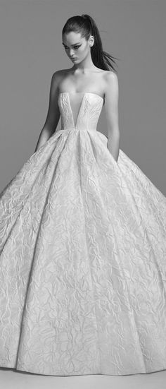 Featured wedding dress : Alex Perry
