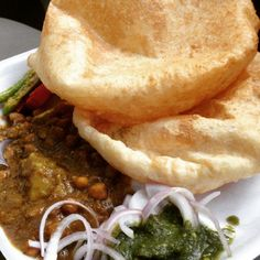 Chole bhature at Rama Chole, Tilak Nagar Baby Food Recipes, Indian Food Recipes, Indian Foods, Amazing Food Pictures, Fruit Sandwich, Dosa Recipe, Snap Food, Food Snapchat, Indian Street Food