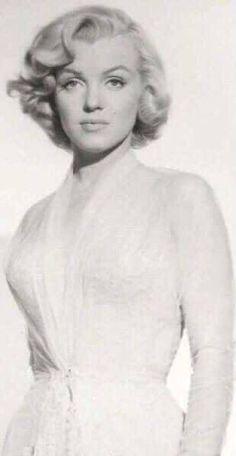 Marilyn Monroe Pictures Hollywood Glamour, Hollywood Stars, Classic Hollywood, Old Hollywood, Hollywood Actresses, Arte Marilyn Monroe, Marilyn Monroe Photos, Art Visage, Greta