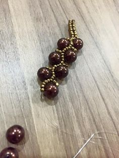 EGDONE Bead Jewellery, Beaded Jewelry, Jewelry Bracelets, Beaded Necklace, Beading Projects, Beading Tutorials, Beading Patterns, Beaded Christmas Ornaments, Beaded Animals