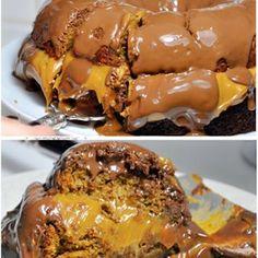 Tradicional pão de mel, recheado de doce de leite na panela de pressão e coberto com chocolate ao leite. Pão de Mel, Vai um pedacinho aí? INGREDIENTES: •1 xícara Mel (240ml) •1 xícara de Açúcar Mascavo •1 xícara de leite •3 1/2 xícaras de farinha de trigo •1 colher de sopa de manteiga derretida •1 colher de sopa de canela em pó •1 colher de sopa rasa de bicarbonato em pó •1 colher de sopa de baunilha •2 latas de leite condensado na pressão •350 gr de chocolate ao leite  COMO FAZER: Comece…