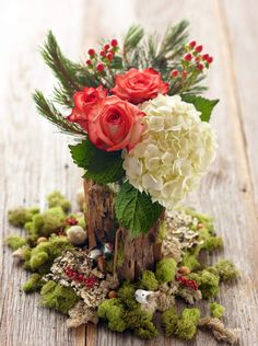 Add one of these pretty Christmas floral arrangements to your holiday decor. From poinsettias to roses to amaryllis, these flowers will brighten your Christmas displays. Winter Wedding Centerpieces, Christmas Centerpieces, Christmas Decorations, Christmas Crafts, Holiday Tablescape, Christmas Tablescapes, Christmas Candles, Flower Decorations, Christmas Flower Arrangements